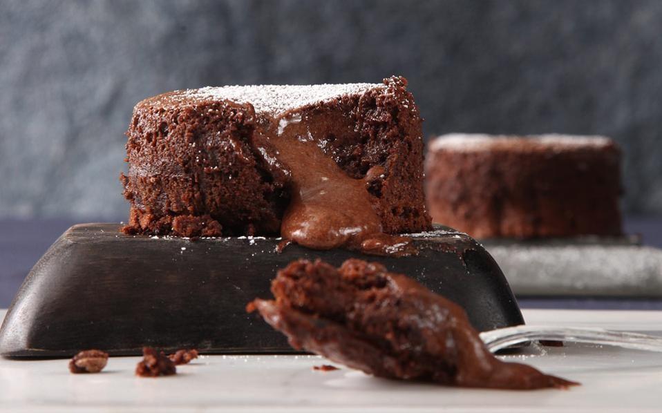 Desserts -Γρηγόρης Γαστεράτος-Σουφλέ σοκολάτας με αμυγδαλόπαστα